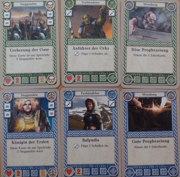 Die zwei Spielerdecks unterscheiden sich nur in den Illustrationen